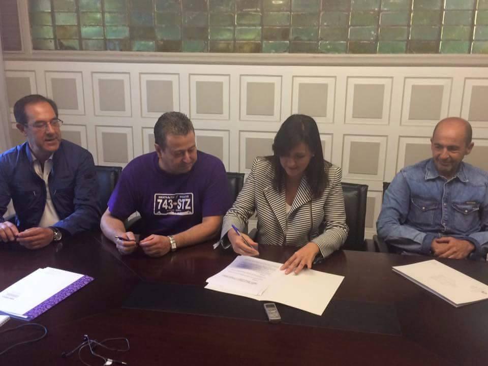 firma un convenio de colaboración con hosteleros y comerciantes por valor de 40.000€